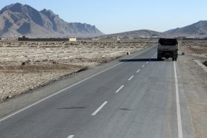 Gharaka road, passing through Daman district, Kandahar province. (Credit: Ishaq Anis/Rumi Consultancy/World Bank/Flickr)